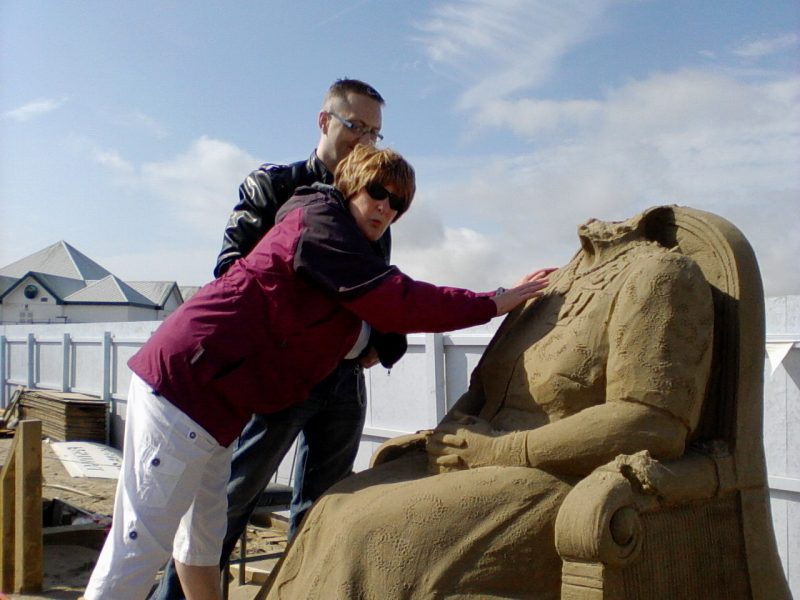 Nick enabling Jean to touch the Queen Elizabeth  sculpture after the vandalism