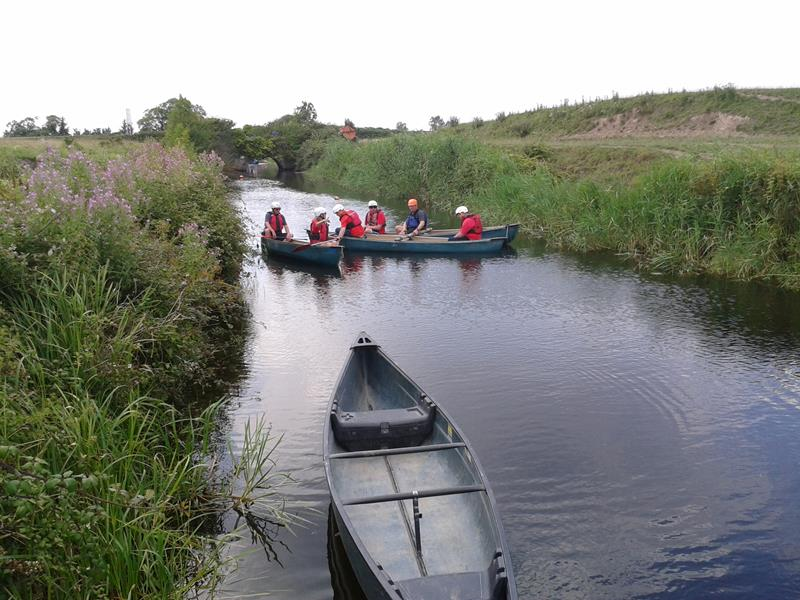 The group getting in a muddle with Aileen and Andy's canoe